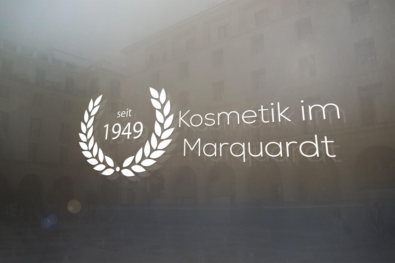 Logo_Mockup_Fenster_Kosmetik_im_Marquardt_1